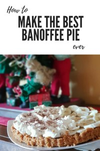 Looking for a delicious and east Banoffee Pie recipe? Find it here with videos. Plus bonus 5 minute beyond easy ice-cream sandwiches. Pin it for next Christmas or your next party.