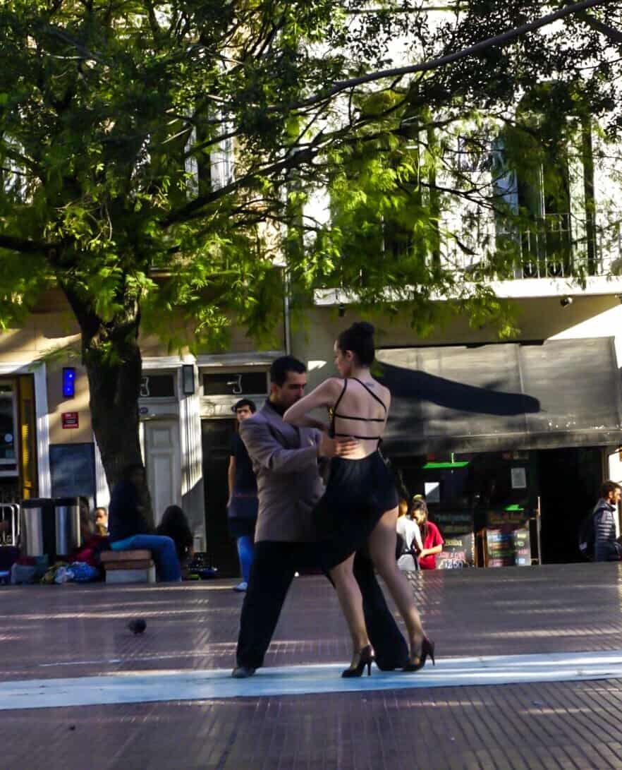 tango dancers in buenos aires