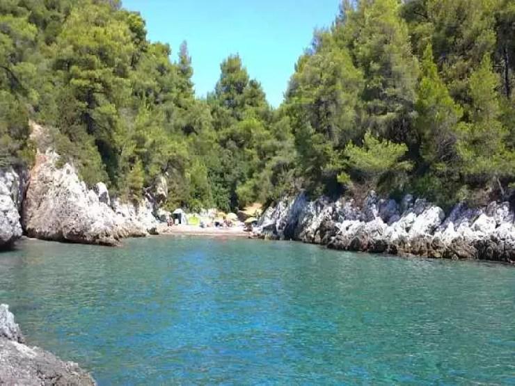 Οι εξωτικές ελληνικές παραλίες που είχαν σχέση με πειρατές