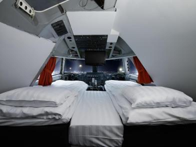 50bucketlisthotels-sweden-jumbostay-cockpitsuite