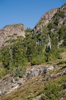 Follow the green-way to the connecting ridge leading to Mount Schoen