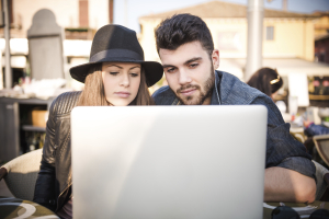 couple-with-a-laptop-together-at-the-cafe