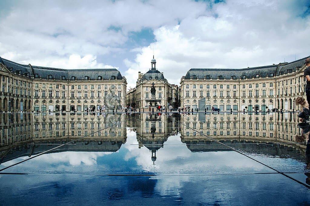 1024px-Place_de_la_Bourse,_Bordeaux,_France (1)
