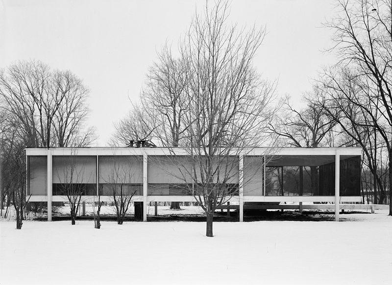 800px-Mies_van_der_Rohe_photo_Farnsworth_House_Plano_USA_8
