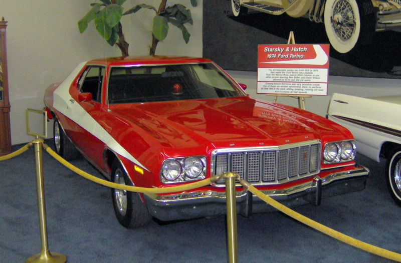 800px-1974_Ford_Torino_from_Starsky_&_Hutch