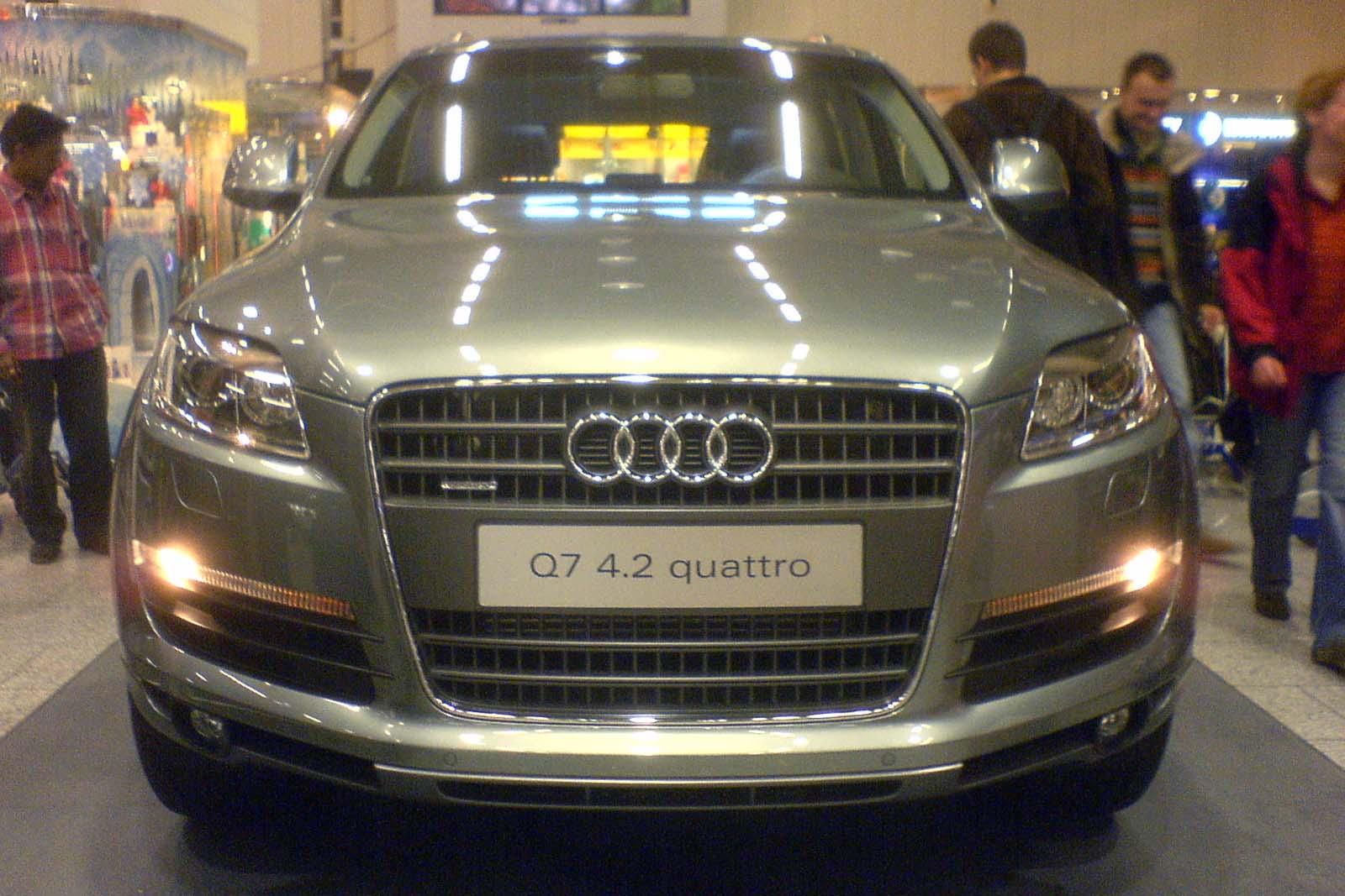 Audi_Q7_front_presentation
