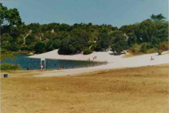 Nas fotografias, um registro de nossa passagem pela Lagoa do Abaeté, suas águas frequentadas por lavadeiras e banhistas, suas dunas alvas...