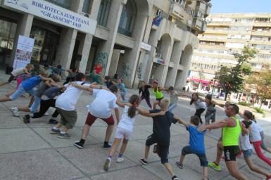 """""""Biblioteca de Sport"""" la Biblioteca Judeţeană """"Gheorghe Asachi"""" Iaşi """"Biblioteca de Sport"""" este un proiect inițiat de Biblioteca Județeană Iași, care s-a desfășurat în perioada august-septembrie 2016. Scopul proiectului a fost încurajarea participativității, importanța mișcării pentru sănătate, spiritul de fairplay și valori precum echitate, solidaritate, corectitudine, colaborare și petrecere a timpului liber la bibliotecă. În fiecare săptămână au avut loc sesiuni sportive (aerobic, fitness, arte marțiale etc.), îndrumători fiind instructori și maeștri în sport. Coordonator: bibliograf Elena Zanet"""