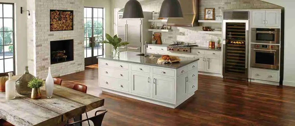 Starmark Cabinetry Kitchen Cabinet and Countertops