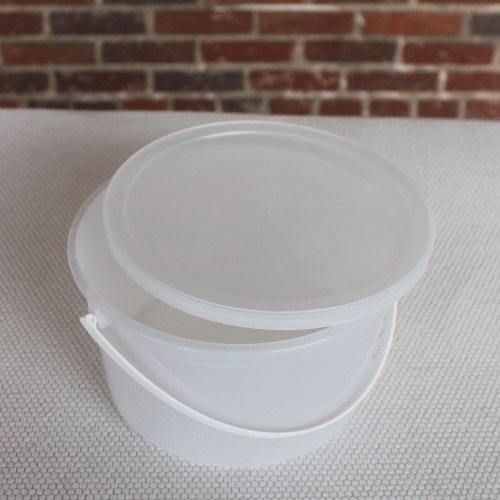 Plastic Tub Gallon w Lid