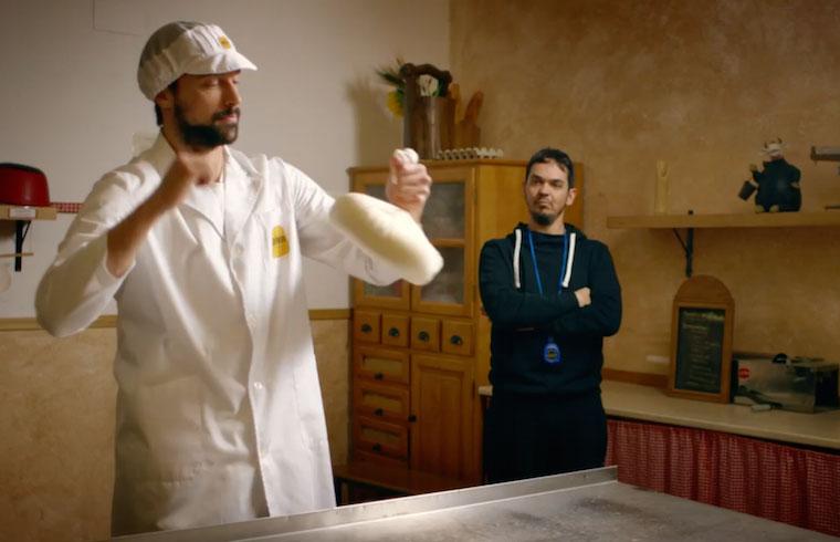 El Cheestraining también consiste en ligar todas las piezas de queso que se producen.