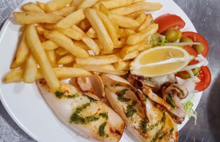Calamar a la plancha Cafeteria Susy Exquisita Menorca