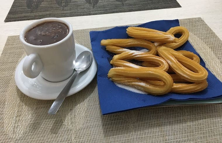 Chocolate con churros - Café Bar Crepês