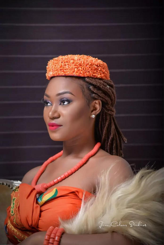 EMNews - Beauty Queen Esther Zamani stuns in new traditional photos 3