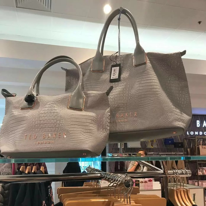 Choose the right size of handbag 1