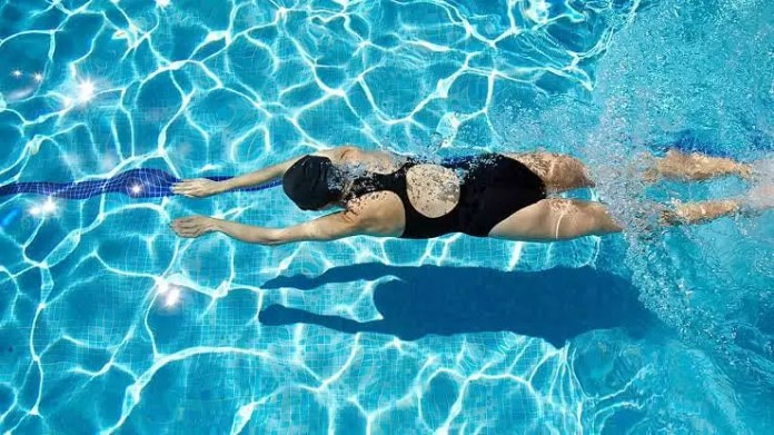 Weightloss Tips For New Moms - swimming