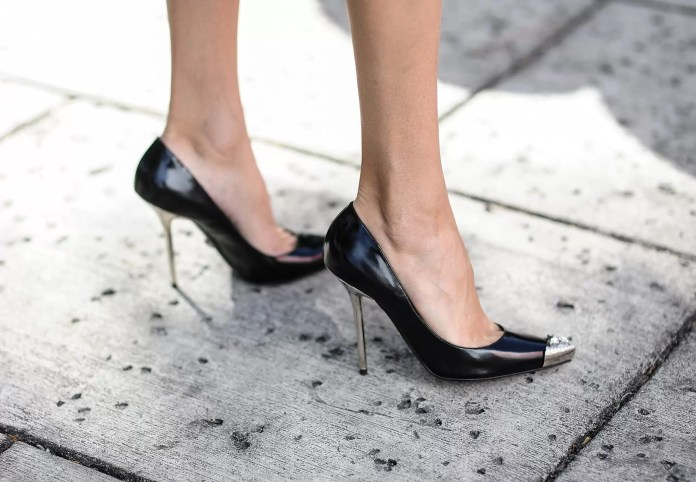 7 Hacks To Keep Your Shoes Looking New | Fashion Hacks 6