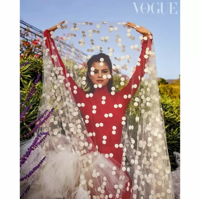 Selena Gomez Is Giving Us Major Christmas Vibes In Vogue Mexico's December-January Cover 3