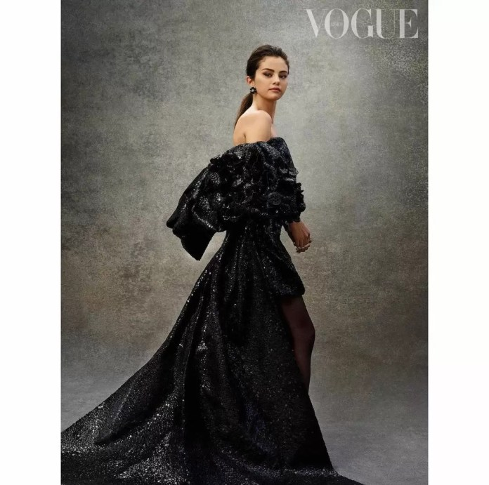 Selena Gomez Is Giving Us Major Christmas Vibes In Vogue Mexico's December-January Cover 4