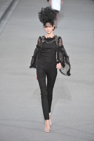 long-and-lean-at-chanel-ss09