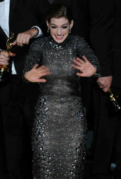 Anne Hathaway in Tom Ford Oscars 2011 on exshoesme.com