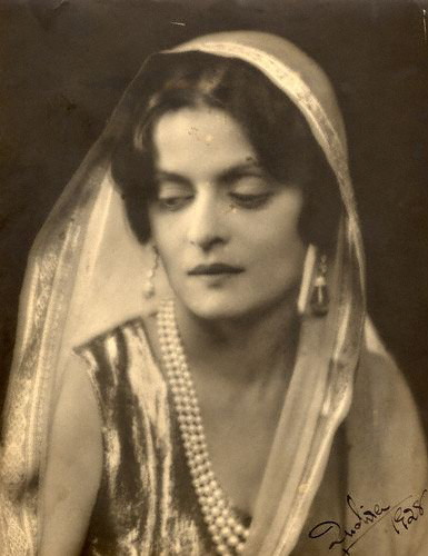 Indira Devi of Cooch Behar by Dorothy Wilding 1928 on exshoesme.com