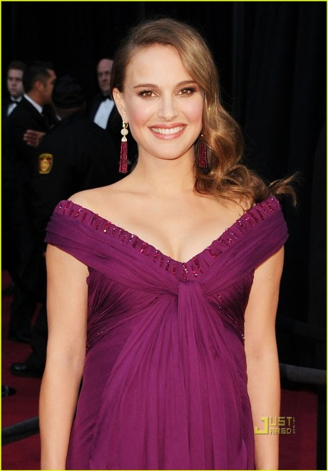Natalie Portman at the Oscars 2011 on exshoesme.com