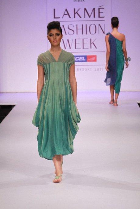 Rimi Nayak SR2011 on exshoesme.com