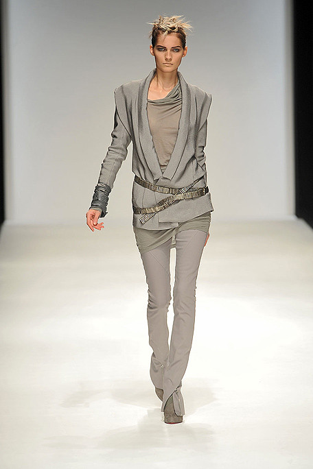 Todd Lynn SS10 grey trousers on exshoesme.com