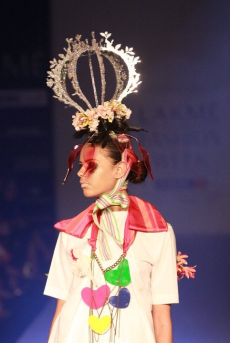 Little Shilpa Craown Fascinator Lakme Fashion Week SR11 on exshoesme.com