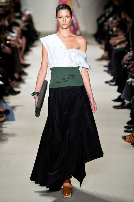 Akris SS11 White Top Black Skirt and Khaki Sash on exshoesme.com