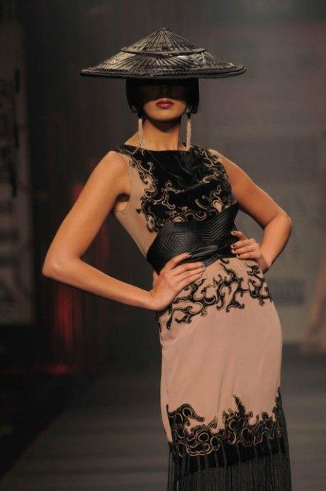 Tarun Tahiliani FW11 Dress and Hat on exshoesme.com