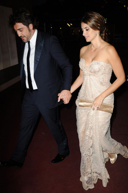 Penelope Cruz in Elie Saab and Javier Bardem at the 2010 Cannes Film Festival on exshoesme.com.