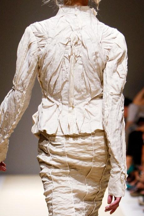 Donna Karan SS11 Creased Linen Suit on exshoesme.com