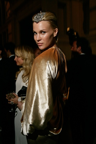 Jewelled forehead at the Met Ball 2011 on exshoesme.com