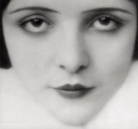 Mona Maris, UFA Film actress, Berlin, 1929 by E.O. Hoppé on exshoesme.com