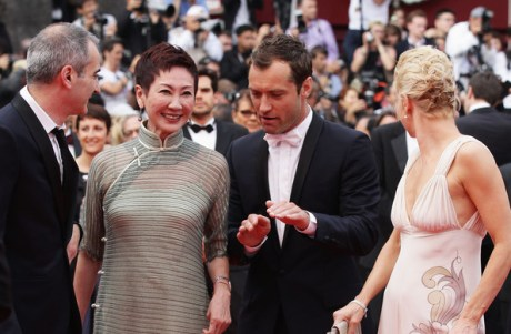 Nansun Shi with Liv Ullmann, Olivier Assayas  and Jude Law at the 2011 Cannes Film Festival on exshoesme.com.