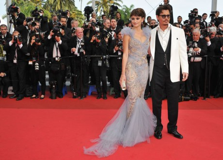 Penelope Cruz in Marchesa and Johnny Depp at the 2011 Cannes Film Festival on exshoesme.com.