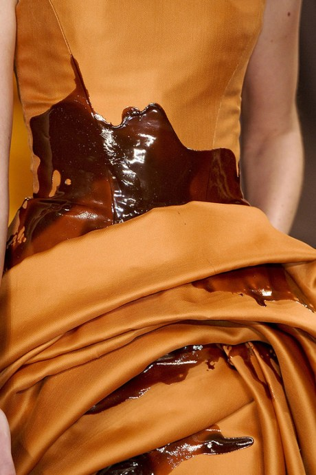 Stephane Rolland Spring 2011 Haute Couture Golden Spill Dress Detail 2 on exshoesme.com