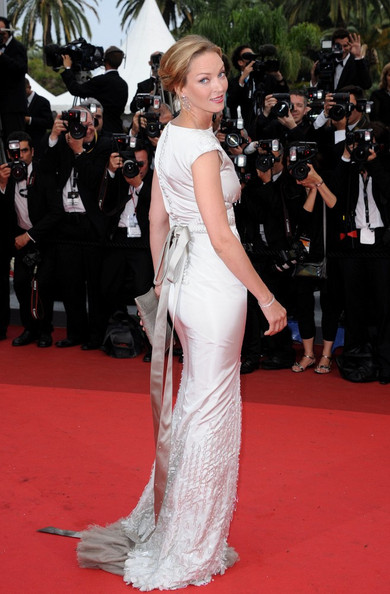 Uma Thurman wearing Chanel Haute Couture at the 2011 Cannes Film Festival on exshoesme.com.