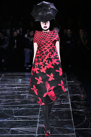 Alexander McQueen Red and Black Bird Dress FW09 on exshoesme.com