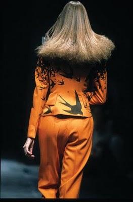 Alexander McQueen Suit from The Birds SS95 on exshoesme.com
