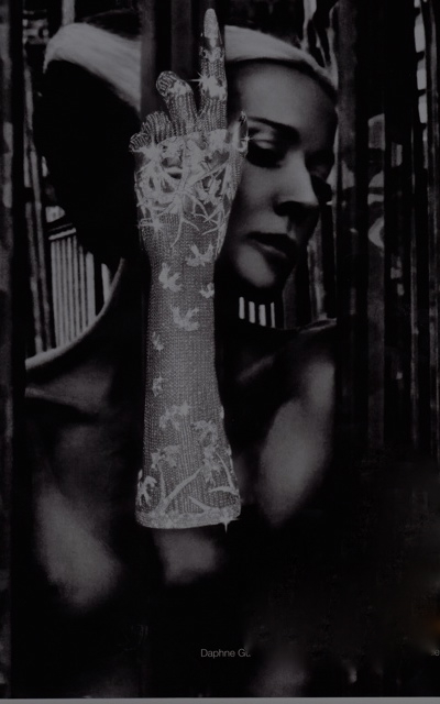 Daphne Guinness in The Glove. Photo by Nick Knight on Exshoesme.com