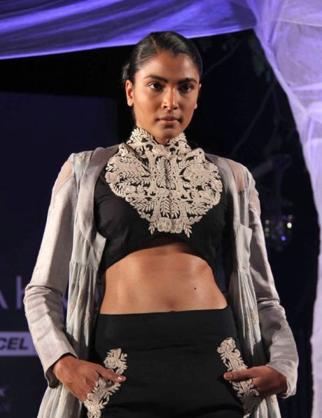 Anamika Khanna Spring Resort 2011 Cropped Embroidery Detail on Exshoesme.com