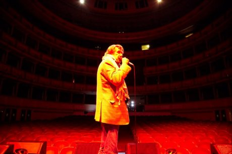 Bryan Ferry rehearsing for Olympia Tour wearing scarf on Exshoesme.com