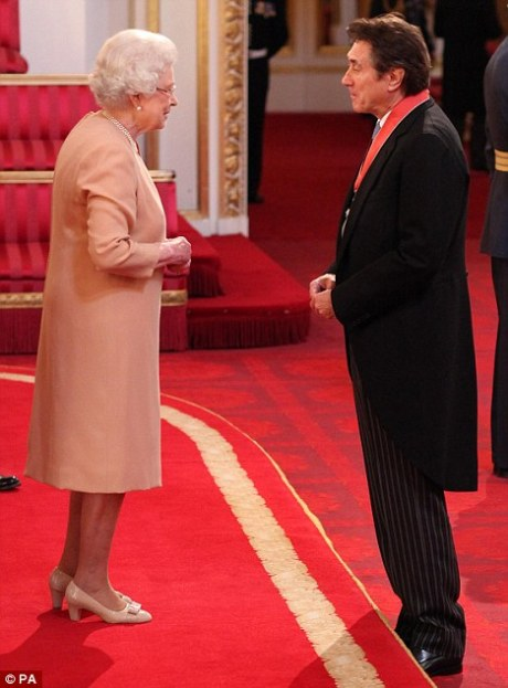 Bryan Ferry chatting with The Queen at CBE ceremony on Exshoesme.com