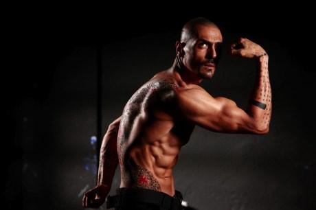 Arjun Rampal strikes a pose in Ra.One on Exshoesme.com