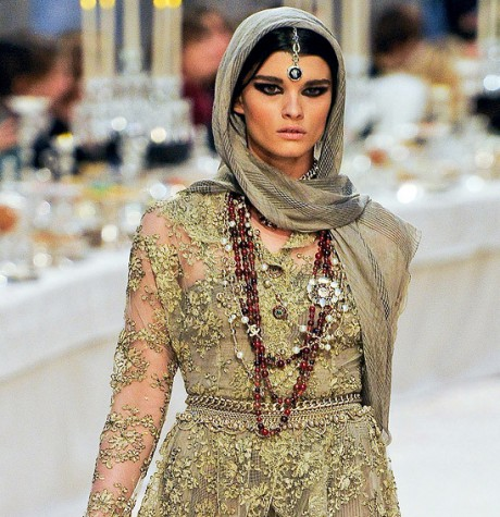 Chanel Métiers d'Art PF12 Paris-Bombay Collection Lace Dress and Head Wrap on Exshoesme.com