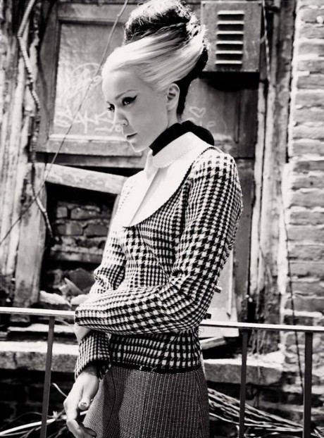 5 Daphne Guinness photographed by Alan Gelati for Harper's Bazaar Russia December 2011 on Exshoesme.com
