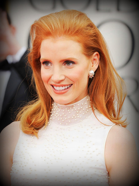 2 Jessica Chastain's hairstyle - front view at the 2012 Golden Globe Awards on Exshoesme.com